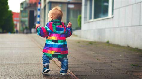 babies walking baby walk start steps standing learning timeline age boy mommabe