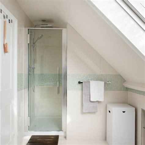 wohnideen schlafzimmer farbschema bad dachschräge blau modern