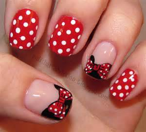 Nail art design red and white