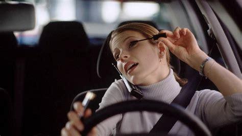 donne al volante donne al volante movimento costante foto di