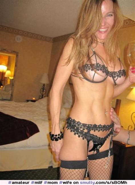 This Busty Milf Looks Great In A Sexy Outfit Amateur