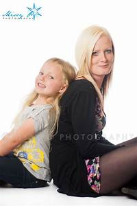 Mother and daughter poses. | photography | Pinterest