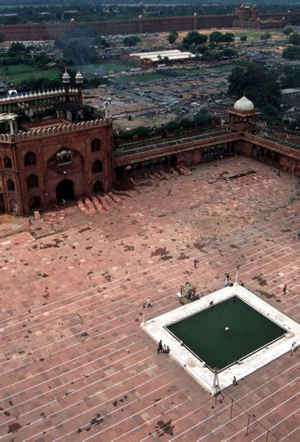 jama masjid delhi aerial view   mosque courtyard