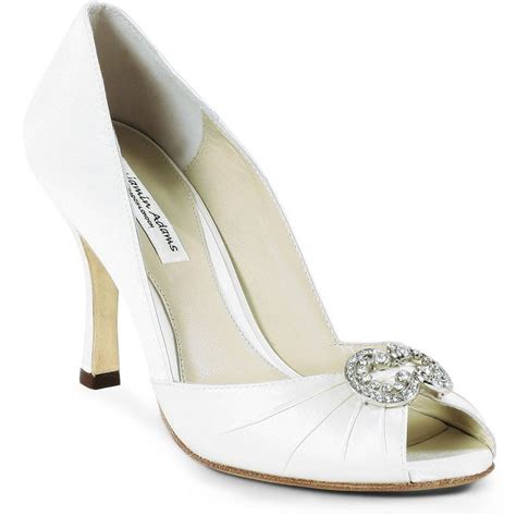 ivory bridesmaid shoes ivory wedding shoes 001a8 yourmomhatesthis