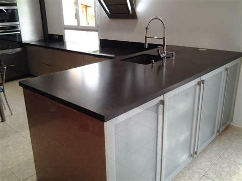 table de cuisine noir intérieur granit plan de travail en granit noir
