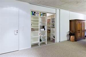 Mini Büro Im Schrank : vor die wand gesetzte schiebewand als raumteiler auf zu ~ Bigdaddyawards.com Haus und Dekorationen