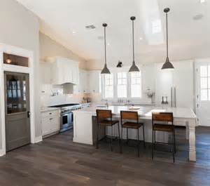 kitchen with vaulted ceilings ideas best 20 vaulted ceiling kitchen ideas on vaulted ceiling lighting high ceilings