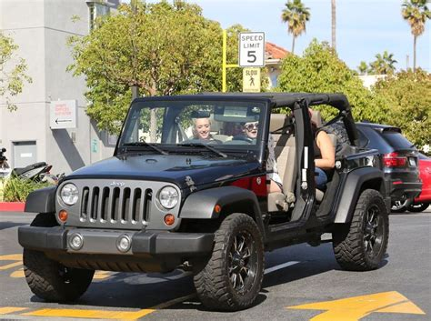 girls jeep wrangler kylie driving a jeep wrangler women and jeeps