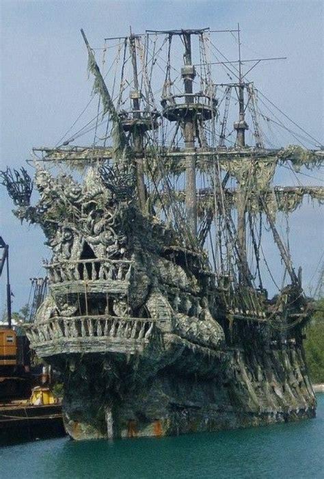 stuffs     sailing ships flying