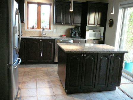 restaurer cuisine armoire de cuisine en chêne décapage changer la couleur