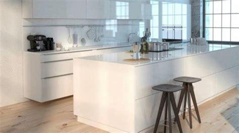 cuisine et parquet revêtement cuisine sol murs crédence carrelage béton