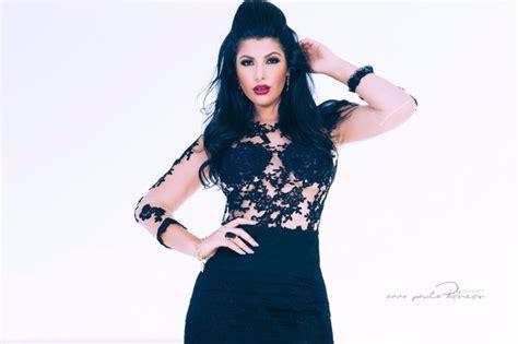 foto de EGO Mary Silvestre sensualiza de vestido curto rendado