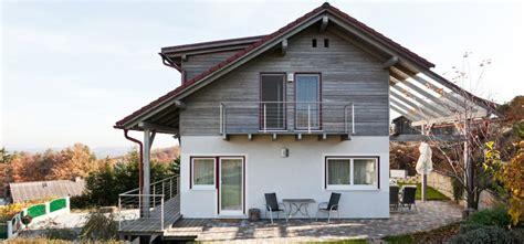 Moderne Häuser Balkon by Fertighaus Fam T2 Pichler Haus Pichler Haus