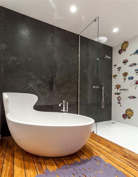 Moderne Badezimmer Böden by Kleine Und Moderne Badezimmer Mit Badewanne Freshouse
