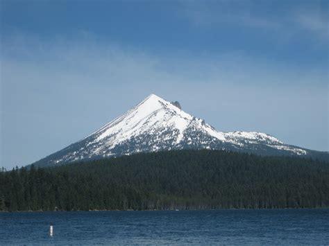 Mount McLoughlin Mountain Information