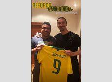 Ronaldo presenteia Ibrahimovic com camisa da Seleção