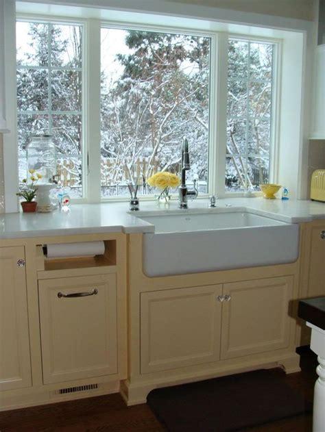 kitchen sink windows 17 best ideas about farmhouse windows 2017 on 2973
