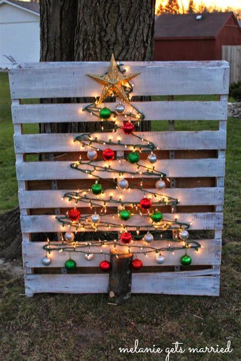 making    mitten wood pallet christmas tree