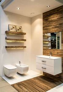 32 moderne badideen fliesen in holzoptik verlegen With carrelage adhesif salle de bain avec plafonnier led industriel