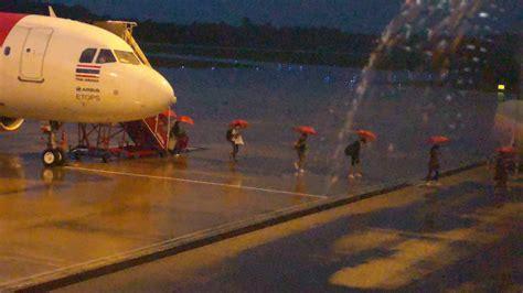 พายุฝนป่วนสนามบินตรัง ผู้โดยสารลุ้นลงจอดไม่ได้ ดีเลย์นาน 5 ชม.