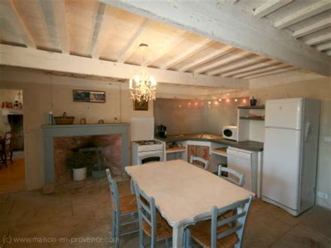 cuisine ferme location ancienne ferme à grignan drôme ref m303