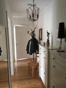 Was Ist Flur : in diesem flur ist die deckenlampe ein besonderer blickf nger flur deko eingang einrichten ~ Markanthonyermac.com Haus und Dekorationen