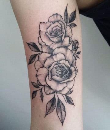 Un tradicional significado de rosas en tatuajes