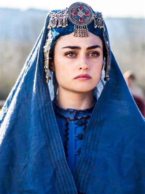 Esra bilgiç biography, dramas, height, age, family, net worth. Esra Bilgic Age, Instagram, Pictures & Biography   Ertuğrul