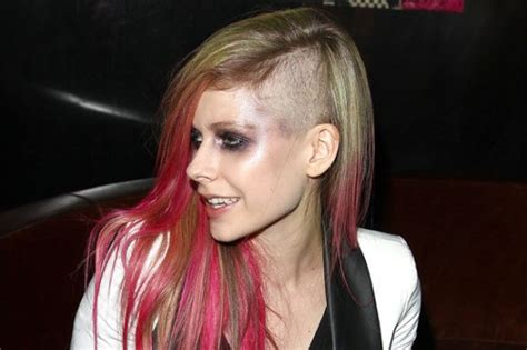 interesting avril lavigne facts  interesting facts