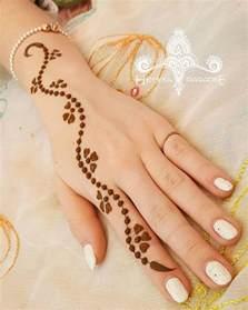 simple-mehndi-designs-for-ladies