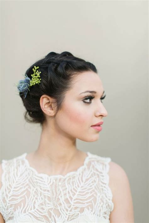 chic wedding hairstyles  short hair deer pearl flowers