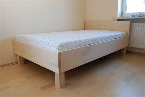 Massivholzbetten Für Jede Matrazengröße In Holz