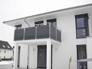 balkon holzfliesen grau kreative ideen fur With markise balkon mit tapete grau schwarz