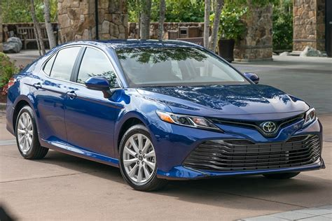 2019 Toyota Camry vs. 2019 Toyota Corolla: What's the ...