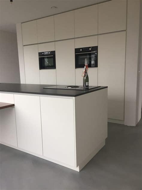 keuken mat wit met composiet blad  pdi interieurbouw