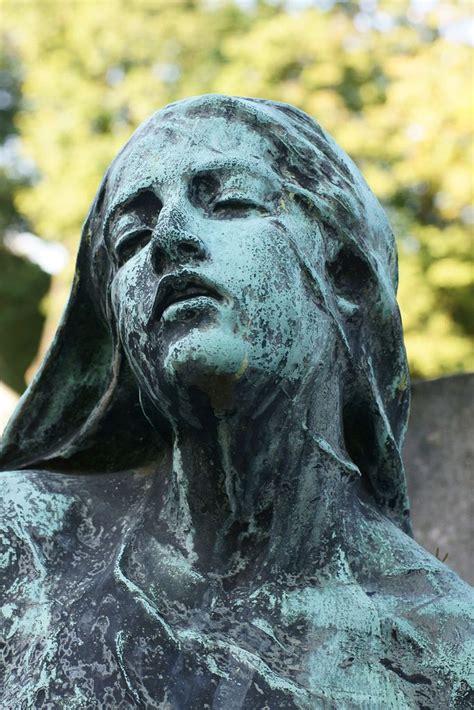 cimetiere de montmartre fantasy statue cemetery art