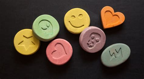 what are designer drugs 7 popular and addictive designer drugs to be aware of