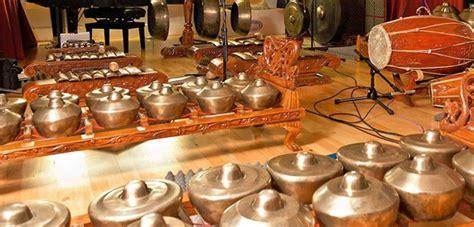 Gender memiliki 10 sampai 14 bilah logam yang bernada. Jenis-Jenis Musik Daerah Dalam Keragaman Seni Musik Tradisi Nusantara