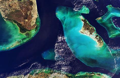 en images la terre vue par satellite les bahamas