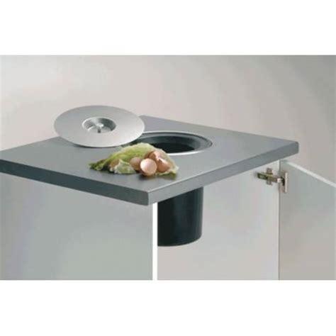 accessoire plan de travail cuisine poubelle à encastrer dans plan de travail accessoires de