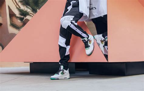 Nike Wmns Air Jordan 4 Retro Rasta