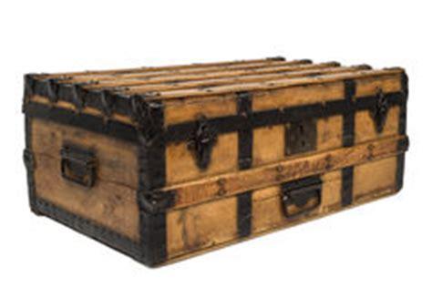 coffre en bois m 233 di 233 val antique photo stock image 4185380