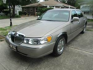 Buy Used 2000 Lincoln Town Car Signature Touring Limited