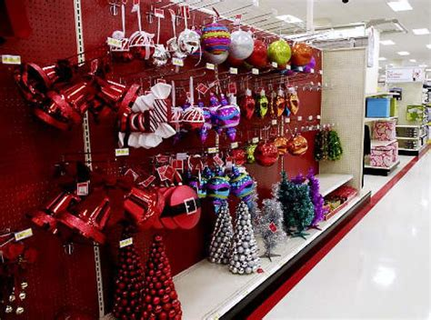 retailers starting    christmas spirit ny daily
