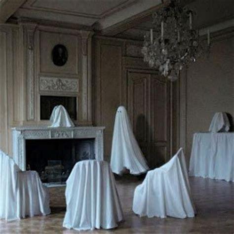 Resultado de imagen de  muebles tapados con sábanas