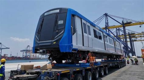 siemens delivers trains  bangkok blue  extension