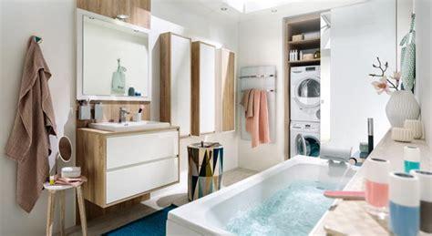 comment agencer sa chambre une salle de bains qui combine rangements et buanderie