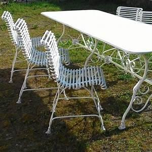 Gartentisch Mit 2 Stühlen : gartengarnitur aus schmiedeeisen ~ Frokenaadalensverden.com Haus und Dekorationen