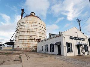Fixer Upper Silos : downtown waco board hgtv stars don t need to paint silos business ~ A.2002-acura-tl-radio.info Haus und Dekorationen