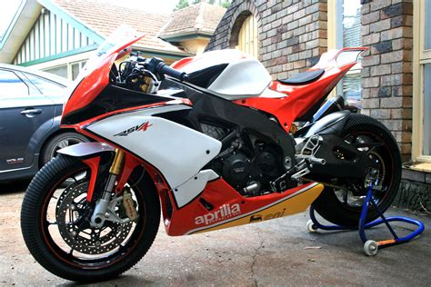 aprilia rsv  aprc racebike